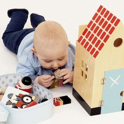 kids by friis lagersalg, dreng med legehus og figurer