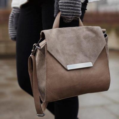 unmade brun taske