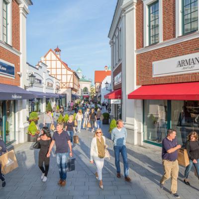 butikker set fra gade, designer outlet neumünster