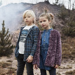 Brands4kids Lagersalg, dreng og pige udenfor
