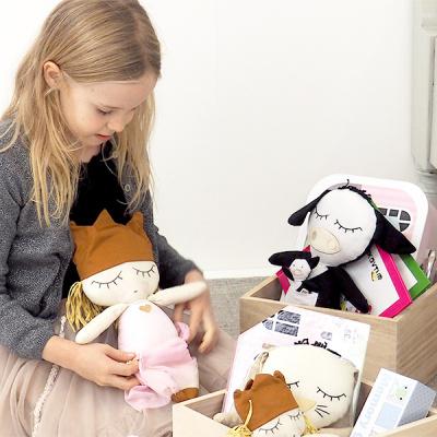 pige med bamser fra kids by FRIIS