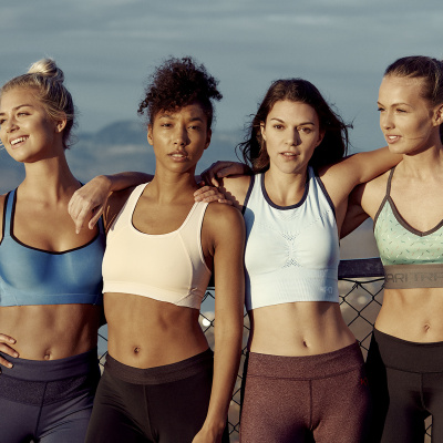 kvinder i sportstøj fra kari traa
