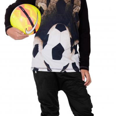 fairtail dreng med fodbold trøje