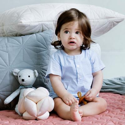 pige foran sengetøj fra cam cam
