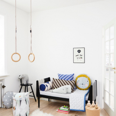 OYOY lagersalg børneværelse med puder og vasketøjskurv fra OYOY