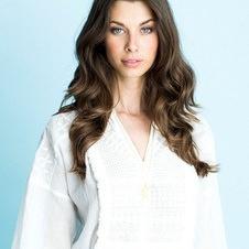 lollys laundry, kvinde i hvid bluse