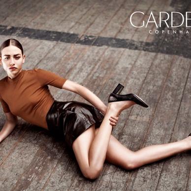 gardenia model med læser nederdel