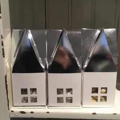 små huse med chokolade i
